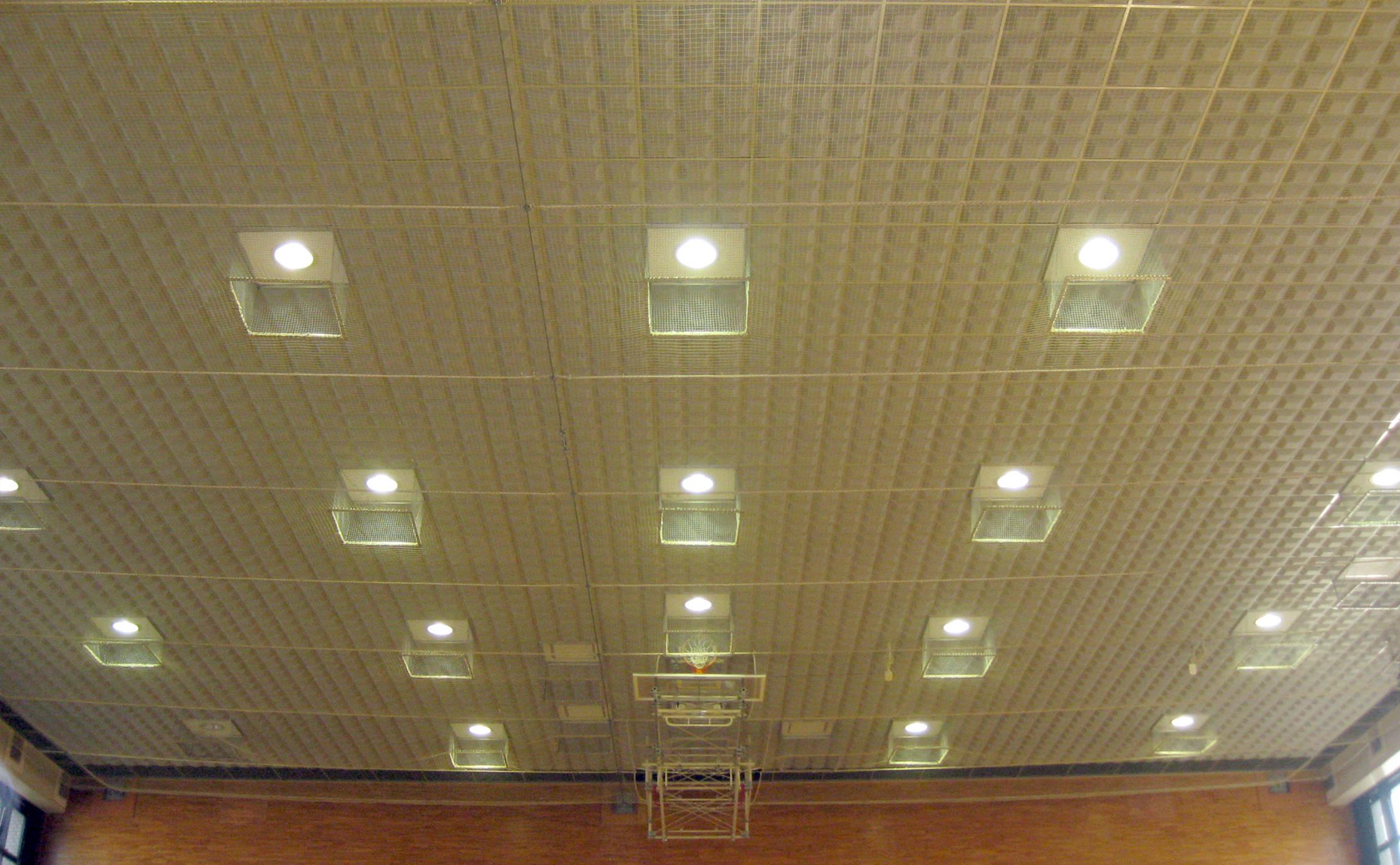 県央産業技術専門学校体育館写真